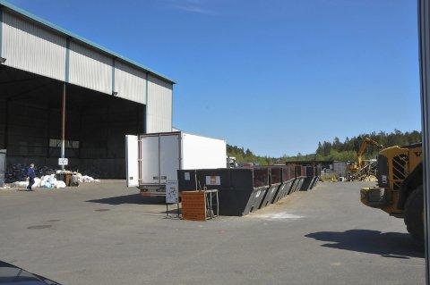 GRATIS: Den nye gjenbruksstasjonen skal ligge i tilknytning til avfallsdeponiet, men på et eget område. Her blir det gratis å levere og hente brukte gjenstander. ARKIVFOTO: PER ECKHOLDT