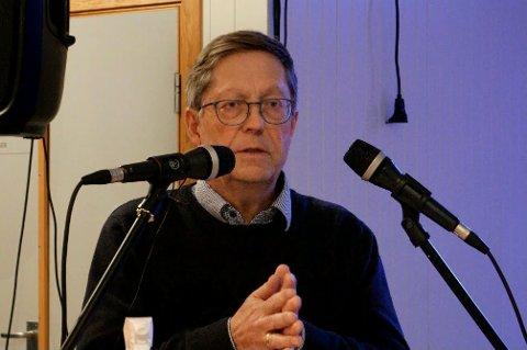 BENKEFORSLAG: Varaordfører Jan Petter Abrahamsen presenterte forslaget fra talerstolen på vegne av de fem posisjonspartiene.