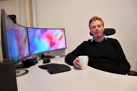 Selskapet omsatte for knappe 50 millioner i fjor og flyttet nylig inn i Powerhouse, men daglig leder Jan Erik Laagasken lykkes ikke med å få tak i kvinnelige ansatte.