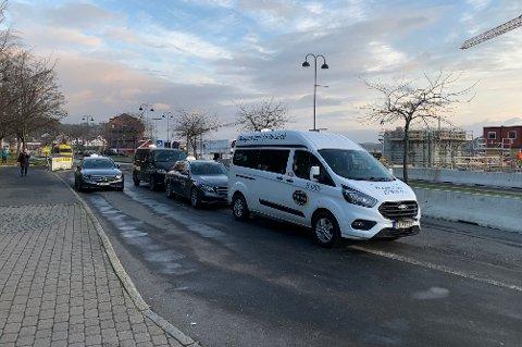 SIKRET SEG ALLE PLASSENE: Kragerø Taxi får leie både grunnen til hvilebua og samtlige oppstillingsplasser i sentrum.