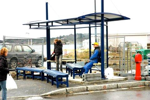 Leskuret på Danskekaia er midlertidig fjernet, som en følge av byggearbeidene på B13-tomta, uten at det er lagt til rette for et alternativ til de reisende.