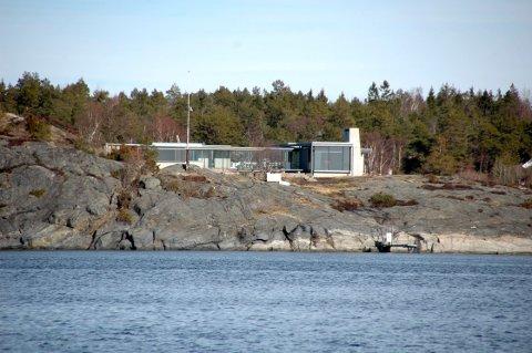 Hytta til Stein Erik Hagen på Røsholmen har fått ny eier.