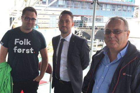 Kent Are K. Petterson (t.v.), Peder Sjo Slettebø og Ove Lemicka må hoppa i vatnet saman med Tomas Bruvik og Håvard Sætrevik. (Mobilfoto: Tomas Bruvik).