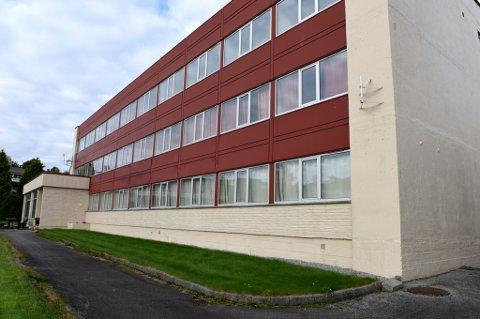 Hybelhuset på Husnes kan bli nytt asylmottak (Foto: Jonn Karl Sætre).