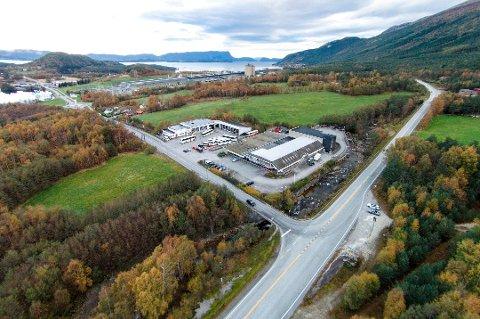 Trur du det blir byggestart på ny rundkøyring ved Hellandskrysset på Husnes? (Dronefoto: Vidar Håland).