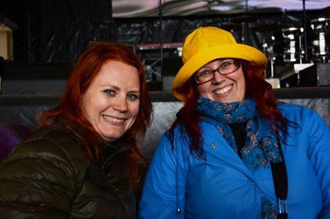 Satu Karvonen (42) og Anna-Maija Ihander (35) og  er så fans av Ylvis at dei kom heilt frå Finland for å sjå dei live på Årsnes.