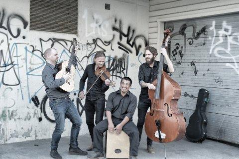 Bandet Asgeir & Mo held flamencokonsert i Kulturskulesenteret fredag 5. februar. Musikken er komponert av gitaristen Asgeir Aarøen. Frå venstre: Asgeir Aarøen, Bjarte Mo, Gabriel Chicaize og Magnus Rød-Haugland. (Pressefoto).
