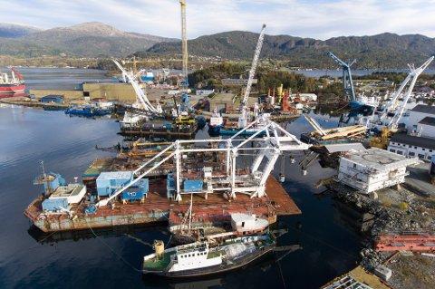 Oversiktsbilde over industriområdet i Høylandsbygd der Eide Marine Services held til. Bildet vart tatt 15. oktober.