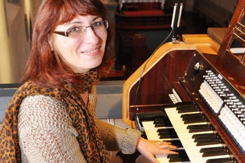 Organist Eva Megyesi vil starta kyrkjekor i Kvinnherad. (Arkivfoto)