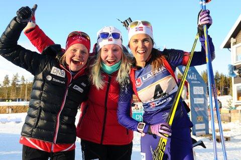 Hilde Fenne, Ragnhild Femsteinevik og Jorid Mørkve jublar etter NM-gullet.