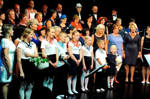 Her er Strupebandet og nokre gjester fotografert under ein konsert på Sæbøvik i mai 2014. (Arkivfoto).