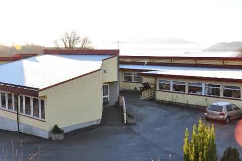 GLER SEG: Stendi etablerer seg snart i bygget til Varaldsøy sanitetslag. Omsorgsaktøren ser fram til det, og fortel at dei ser for seg å koma i gang i juni eller rett over sommaren.