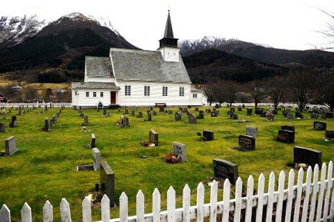 Arkivfoto av Uskedal kyrkje.