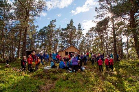 Kaldestadåsen: Så langt i år har 7938 personar besøkt Kaldestadåsen, noko som gjer at ein er på god veg til å slå rekordåret 2018, då 12.815 skreiv seg i boka. (Foto: arkiv.)