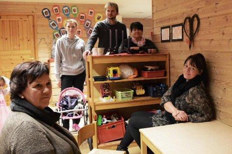 Bodil Stoknes (t.v. i bildet) vil ha fleire vaksne per barn i barnehagen. Bildet er teke ved eit anna høve. (Arkivfoto).
