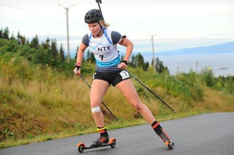 I FORM: Ragnhild Femsteinevik dokumenterte solid form i NM i rulleskiskyting. No ventar samlingar saman med fleire av verdas beste skiskyttarjenter for 23-åringen.
