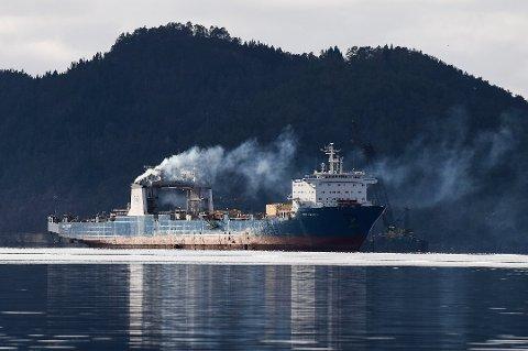Mykje omtalte «Tide Carrier» fotografert ei vekes tid før skipet segla ut av Høylandssundet etter over 10 år i opplag. (Arkivfoto).
