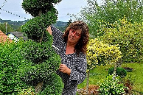 Hageentusiast, Marita Helen Totland frå Husnes, er både leiar i hagelaget og grunnleggar av Facebook-gruppa for hageinteresserte som i dag har 83.000 medlemmar.