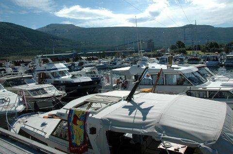I år er det mange ferske båteigarar ute på sjøen.
