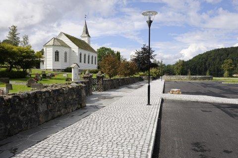 Dei fleste konfirmantane i Kvinnherad i år har valt den kyrkjelege varianten. Her ser du Husnes kyrkje. (Arkivfoto)