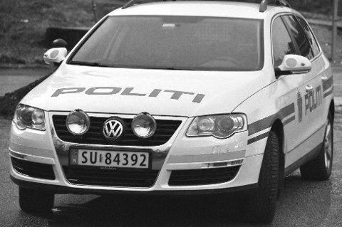 Politiet måtte måndag rykka ut til Fjellhaugen skisenter etter melding om ein bilførar som hadde hatt eit ublidt møte med veggen på ein bygning.