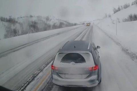 VIND OG SNØ: Bildet er hentet fra kameraet i Ole Halvor Haugans vogntog. Videoen kan du se i saken.