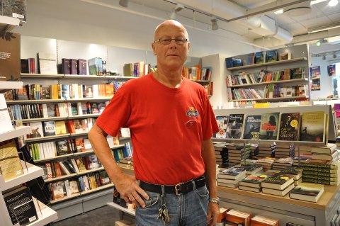 Bokhandlar på Husnes gjennom mange år, Arne Alsaker, er død, 75 år gamal.
