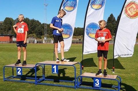 Her ser du Ådne Opsanger Tveit og Sander Sæverud Jensen på 2. og 3. plass på pallen.