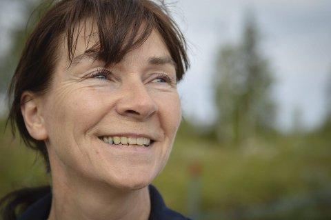 FÅR PRIS: Fentun, ved leder Guri Skjøtskift, mottar ærespris fra akevittklubben Fjellvitt.