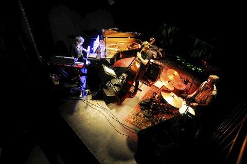 Drømmetrio: Olga Konkova Trio spilte på Mølla onsdag. Fra venstre Olga Konkova, hennes bass-spillende ektemann Per Mathisen og Audun Kleive, som briljerte på trommer. FOTO: IRENE MJØSENG