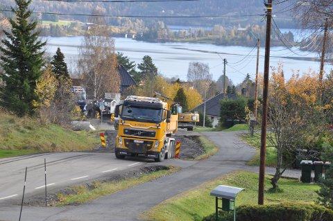 Utbedringen avsluttes med asfaltering denne uka, og Øvre Eiker kommune overtar veien fra Buskerud fylkeskommune.