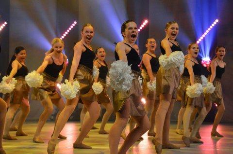 Ekte danseglede: 600 elever fra Studio 3 danser denne helgen på Musikkteateret.