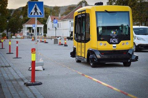 I september hadde Kongsberg besøk av en førerløs buss. Nå håper et Kongsberg-miljø at de kan få bli testarena og ønsker å gjøre industri av mye av utstyret førerløse kjøretøy trenger. FOTO: CHRISTIAN MAUNO