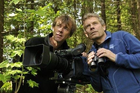 KOLLEGER: Naturfotografene Torgeir Beck Lande (t.v.) og Arne Nævra får nå presentert seg for et større internasjonalt publikum.