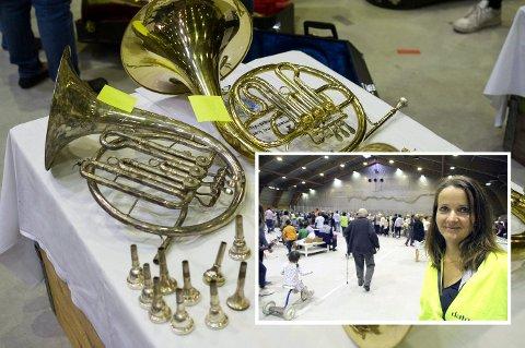 Instrumentsalg: – Mange som liker å fikse gamle instrumenter benyttet seg av muligheten til å handle under loppemarkedet, sier korpsleder Heidi Tovsrud Knutsen.