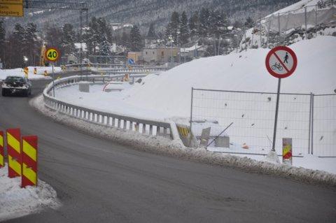 STENGT: Under anleggsperioden har sikkerheten høyeste prioritet. Det er derfor ikke forsvarlig å slippe til syklister langs Gomsrudveien, mener Statens vegvesen.