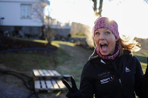 MYE ENERGI: Lene Dokka Nilsen driver GårdsGym på gården Grøtterud i Hvittingfoss. Hun har 70 personer som trener hos henne, på de ulike timene hun har i løpet av ei uke.