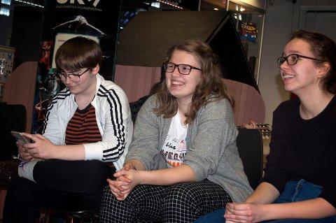 MAGI: Her er deler av gruppa som består av Anna Bahr (18), Ingrid Dybdal (18), Magnus Endrestøl (14) og Mari Endrestøl (18).