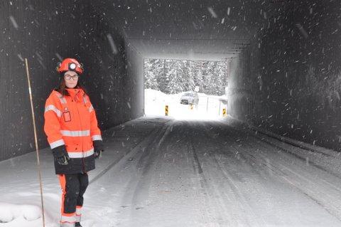 NYÅPNET: Ingunn Heltne i Statens vegvesen ved betongundergangen i Kisgruveveien.