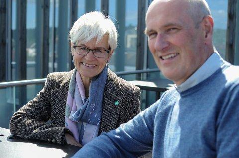 GLEDER SEG:  - Vi skal bygge sykehjemskvalitet i boligform. Vi er først i Norge til å gjøre dette. Og vi håper det blir godt mottatt, sier Gunhild Bergsaker, helse og omsogssjef i Kongsberg kommune og Geir Øystein Andersen, daglig leder i Kongsberg kommunale eiendom.