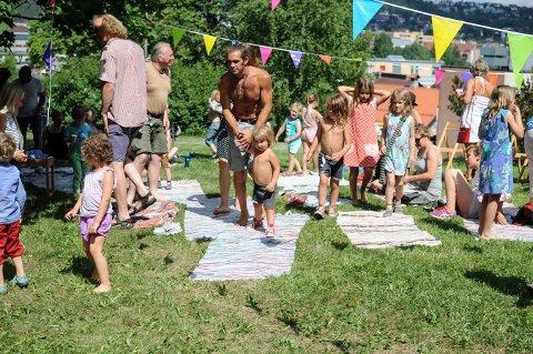 """BARNEFESTIVAL: Hagen var nesten helt full da barn og voksne hørte på Martin Hagfors og Erik Johannessen da de hadde """"Meg og kammeratn min""""-konsert."""