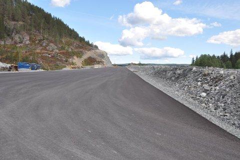 Første asfalt lagt på deler av strekningen Trollerudmoen-Saggrenda.