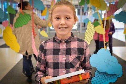 Vilde Lippert Eidem går i klasse 4B på Madsebakken skole. Hun vant MiniGlogers diktkonkurranse med et dikt om drømmer. Foto: Jenny Ulstein