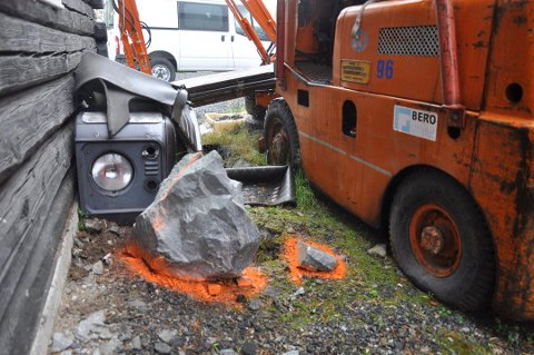 STEINSPRUT: Denne steinen havnet blant annet på avveie etter et sprengningsuhell i forrige uke.