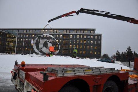 «Lille Møbius» monteres nå i ny rundkjøring ved Teknologiparken.
