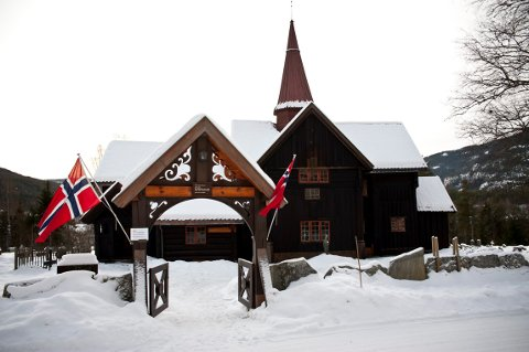 ROLLAG STAVKIRKE: Over 30 lokale sangere holder konsert i Rollag stavkirke søndag 8. desember.