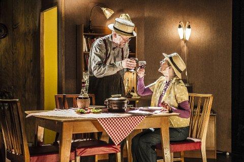 Lars Vik og Anne-Sophie Erichsen spiller det elskelige gamle ekteparet, med både fantasien og kjærligheten i behold.