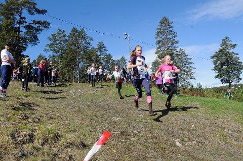 I helgen samles 60 orienteringsløpere fra hele Norden på Kongsberg for å delta i Nordisk Mesterskap i radioorientering. Bildet er  fra en tidligere orienteringssammenheng.