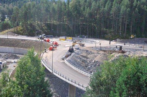 Nå er det ikke mange ukene igjen til det nye veianlegget i Kongsberg Teknologipark åpner.