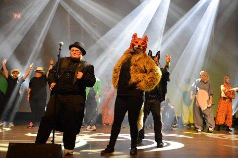 TRÅR TIL IGJEN: Lågen revyteater skal ha juleforestilling i Kongsberg musikkteater 4. og 5. desember. Bildet er fra en forestilling de hadde i 2017.